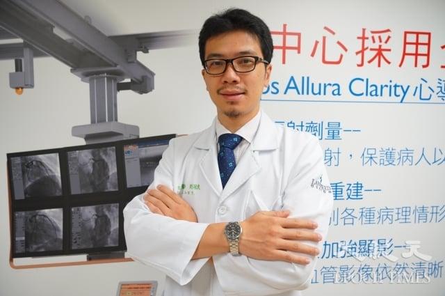 聯新國際醫院心臟內科主治醫師劉冠良呼籲,進出冷氣房應注意溫差變化。(記者徐乃義/攝影)