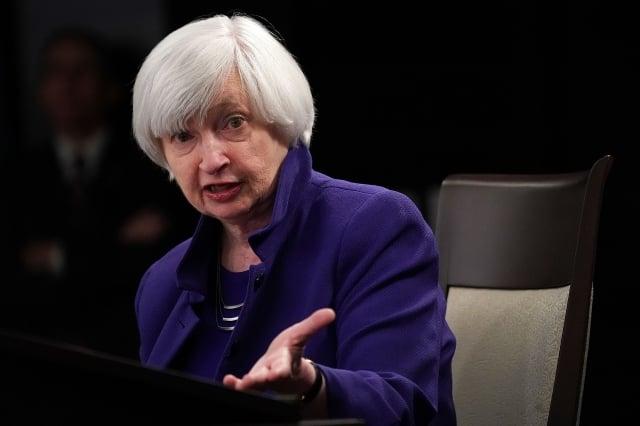 前聯準會主席葉倫(Janet Yellen)表示,她支持Fed本週將聯邦基準利率下調1碼。(Alex Wong/Getty Images)