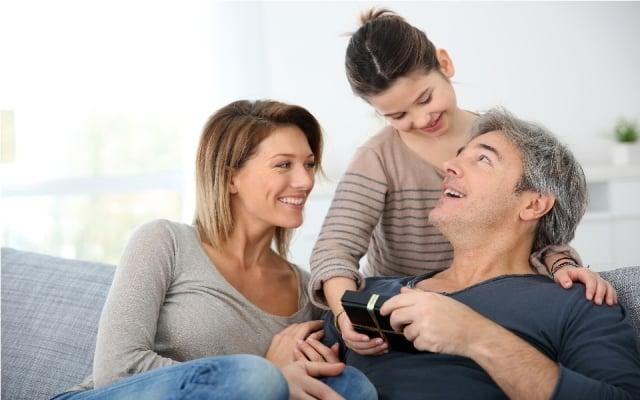喜愛品味生活的暖男、也可以挑選生活化、實用的禮物。(123RF)