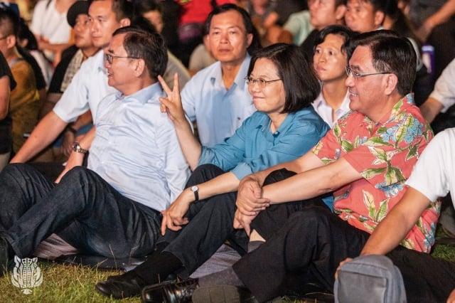 總統蔡英文3日在台東森林公園參加第二屆原住民族國際音樂節。