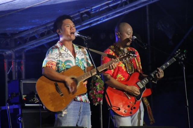 獲多項音樂大獎的台灣原住民歌手舒米恩(左)在原住民族國際音樂節演唱。