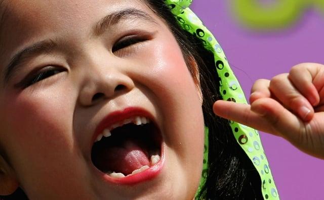 印度男童的下顎內有一個長滿「異常牙齒」的腫瘤。醫療團隊「掏」出526顆牙齒。圖為示意圖。(Guang Niu/Getty Images)