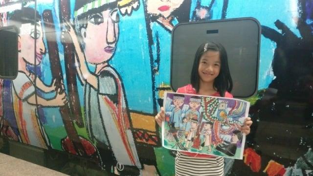 花蓮北埔國小學童杜雅晴創作布農族的「神話之鳥」傳說。(北埔國小提供)