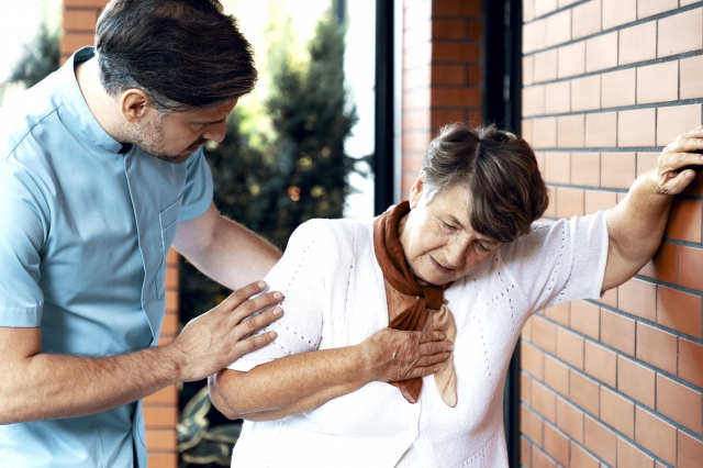 夏季也是心血管疾病發作的高峰期,千萬不能掉以輕心。(123RF)