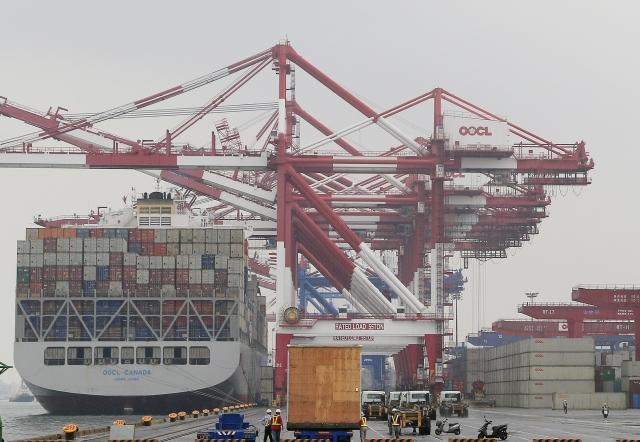 7月出口值282億美元,較去年同期略減0.5%。(中央社)
