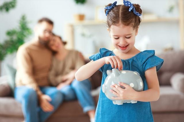 幫助你的孩子學會管理他們的金錢,最重要的,就是讓他們明白想要和需要之間的區別。(123RF)