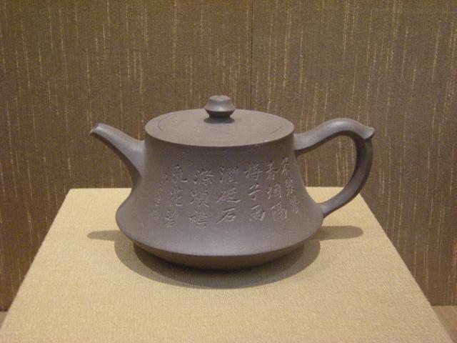 清代楊彭年製陳曼生題銘款曼生壺,現藏於蘇州博物館。(維基百科)