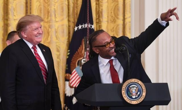 推動協助受刑人重返社會的《第一步法案》是「美國創新辦公室」的成就之一。圖為4月1日在白宮舉行的「監獄改革峰會」曁「第一步法案慶祝會」。(AFP / Getty Images)