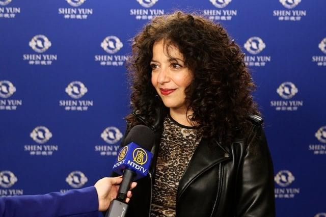 加拿大廣播公司(CBC)Julie Nesrallah說,整個音樂會的概念很精采。(新唐人電視台)
