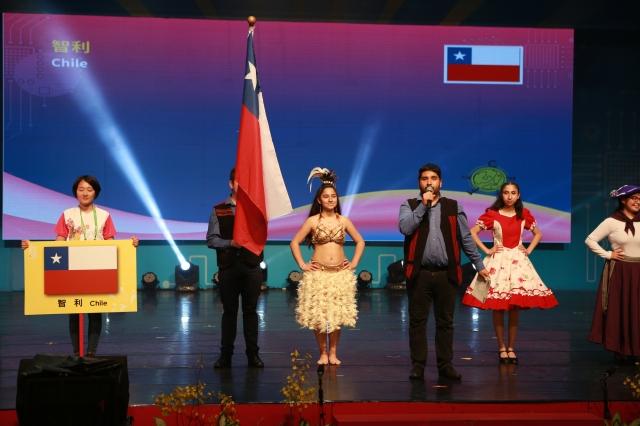 閉幕典禮就在各國團隊一一上台用母語向童玩節告別。