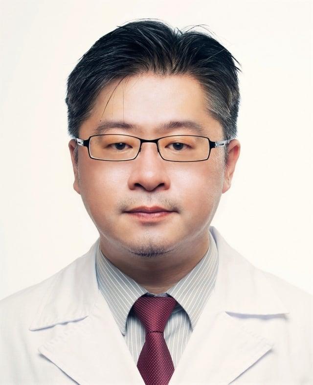 桃園療養院主治醫師、倫敦大學學院博士陳頌威。(桃園療養院提供)