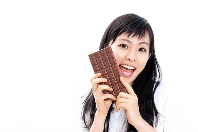 事實上,一些嚴重皮膚問題的治療藥方,與高脂肪的食物一起食用,有時效果會更佳,其中也包括巧克力。(shutterstock)