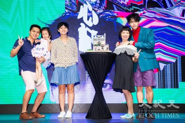 蔡旻佑22日舉辦《變心記》發片記者會,家人現身站台力挺。(記者陳柏州/攝影)