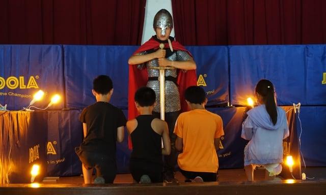 「2019亞瑟王騎士精神體驗營」的課程不僅有趣,還富有教育意義,幫助孩子學習8大騎士精神。(攝影/簡源良)