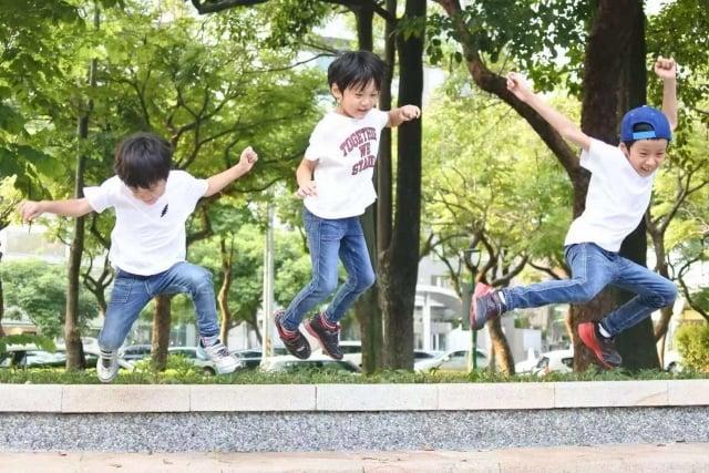 舒適度及百搭性是挑選童裝時的考量點。(品牌提供)
