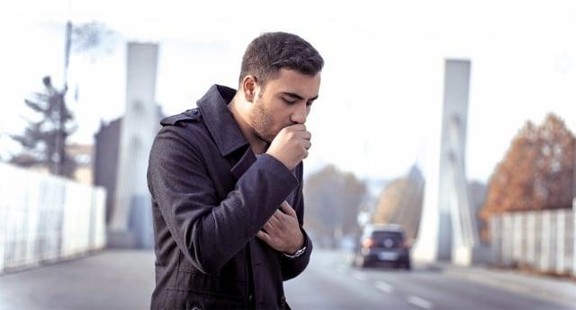 肺阻塞的個體易感因素包括呼吸道感染、肺氣腫和支氣管哮喘等。(Fotolia)