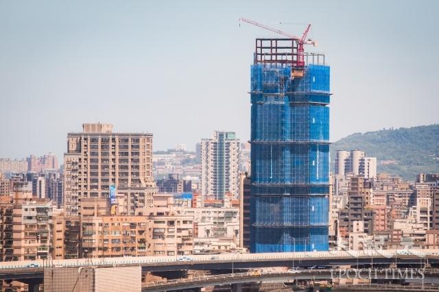 根據住展雜誌統計,截至今年8月25日止,台北市共推出114個建案,其中「平均開價」達每坪100萬元以上建案共有41個,占整體建案比例約35.96%。圖為示意照。(記者陳柏州/攝影)