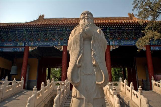 西元1313年,元仁宗為整頓吏治,主張推行漢化的「以儒治國」,下詔恢復科舉。圖為北京孔廟。(Shutterstock)