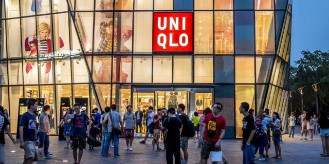 美國9月1日加徵中國商品新一輪關稅,包括優衣庫在內日本公司,正尋找替代中國廠方案,以減少貿易戰的衝擊。( Getty Images)