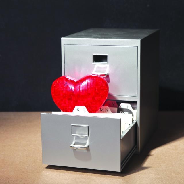 每個人的心就像是一個抽屜、一個收納櫃一樣,都必須要隨時清掃和整理,否則一旦累積久了,就可能會藏汙納垢,而原本潔淨的心也會被矇蔽。(Shutterstock)