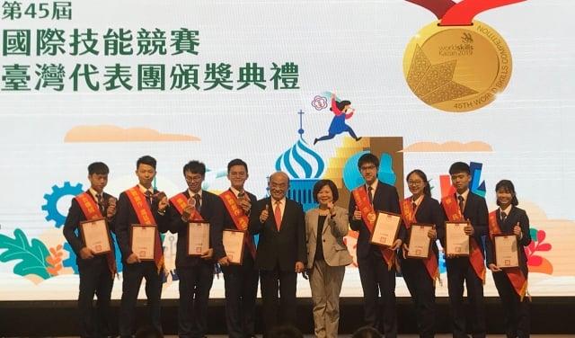 第45屆國際技能競賽成績斐然,行政院長蘇貞昌表示,將在5年內投入325億元在技職學校設置技職訓練場所。(記者賴玟茹/攝影)