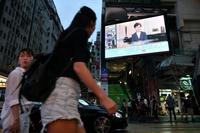 特首林鄭月娥4日發表電視談話,對於香港人所提的5大訴求,除了「撤回逃犯條例修訂」予以正面回應外,其餘4項訴求仍不予理會。(Anthony WALLACE / AFP)