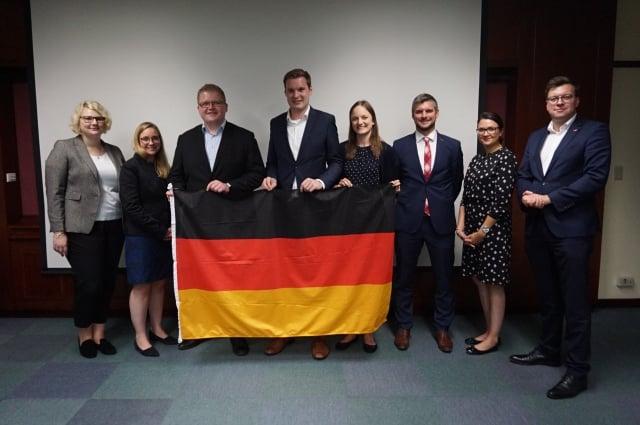 德國「基民黨/基社黨青年聯盟」(Junge Union,JU)代表團一行8人訪臺。(記者李怡欣/攝影)