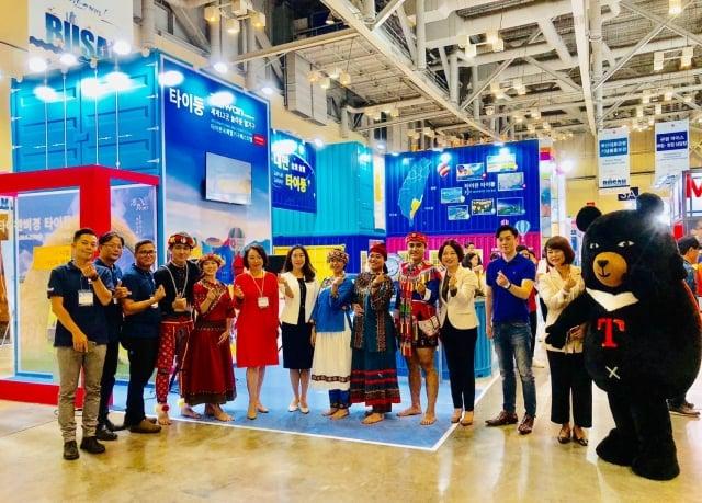 台東縣政府率地方業者參加釜山國際旅展,開發韓國旅遊市場。(台東縣政府提供)