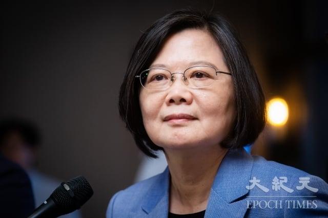 根據媒體最新民調顯示,若鴻海創辦人郭台銘獨立參選,總統蔡英文(圖)將獲得33%的支持度暫時領先,韓國瑜及郭台銘則分別為27%及26%。(記者陳柏州/攝影)
