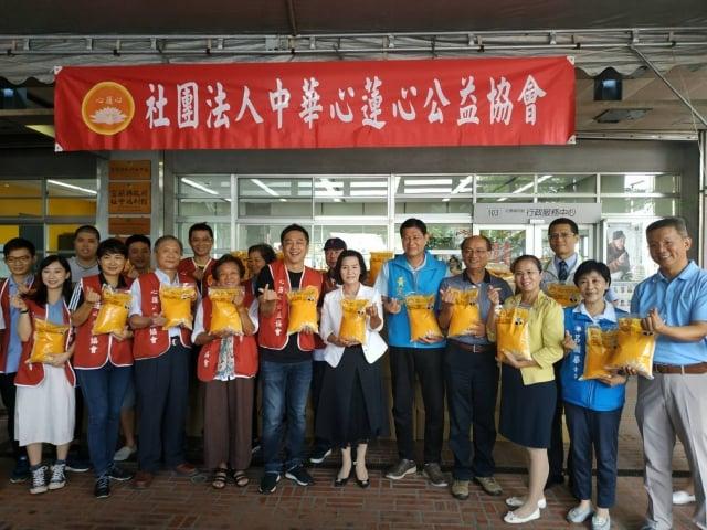 中華心蓮心公益協會捐贈2萬公斤白米助弱勢。(宜蘭縣政府提供)