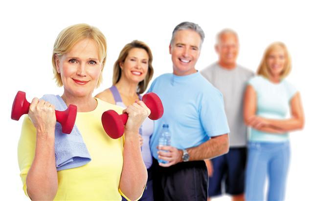 擺脫年長者體力差、最好不要多動的舊觀念,「要活就要動」,隨著年紀增長,進行不同的訓練規劃,才是真的樂活人生。(123RF)