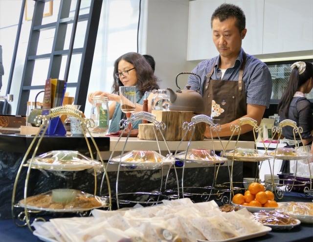 在北屯區充斥著鐵皮屋餐廳的東山路一帶,林永豐創辦的「上水一瓢」,以咖啡文創結合的藝術空間,打造耀眼的新亮點。