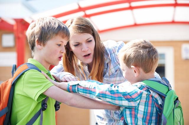 當面對孩子們抱怨時,基於事實是一個不錯的策略,了解到事實會使我們感覺更好,有時更需要讓他們明白事實背後的邏輯。(Fotolia)