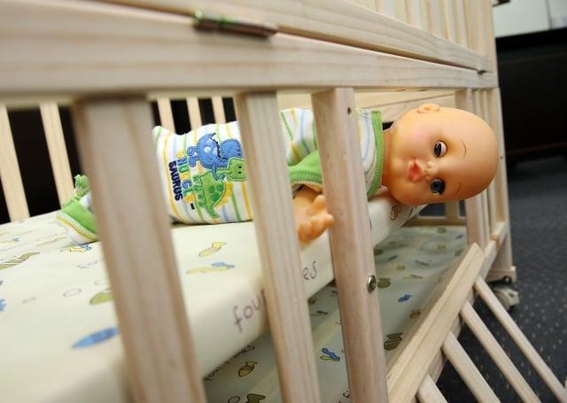 消保處及標準局25日公布「市售家用嬰兒床及折疊嬰兒床」查核結果,僅1件IKEA的嬰兒床完全符合規定。(中央社)