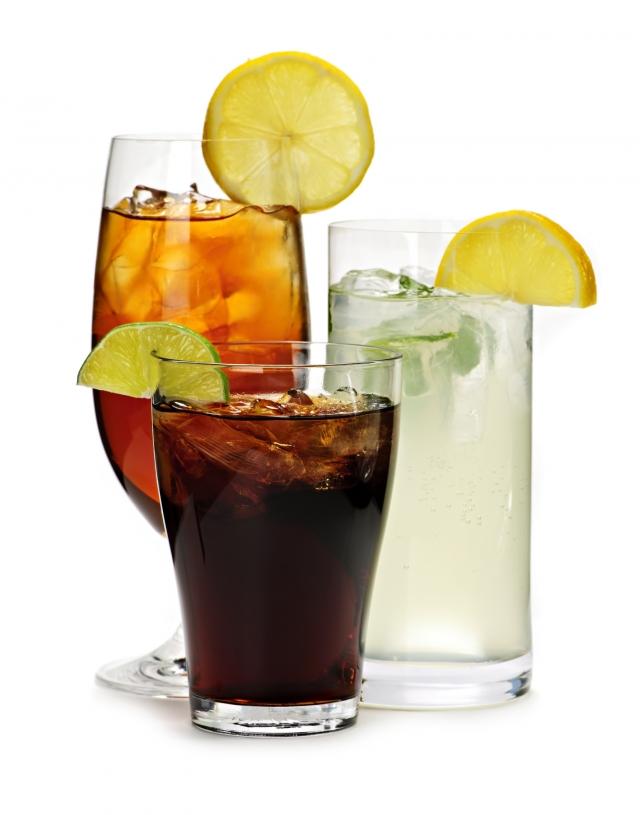 喜歡喝汽水的人可要當心了,國際癌症研究機構(IARC)就針對碳酸飲料進行研究,發現不論是含糖汽水或是零卡汽水,都會增加死亡風險。(Fotolia)