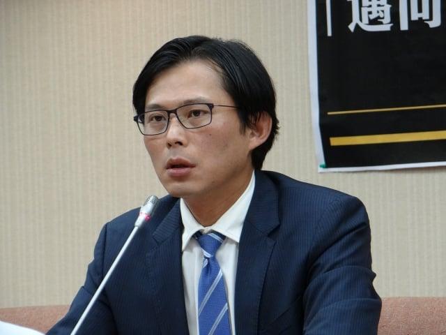 立委黃國昌指出,台灣平均房價所得比是8.87,而台北市更高達15,全球第二,僅次於香港。(記者袁世鋼/攝影)