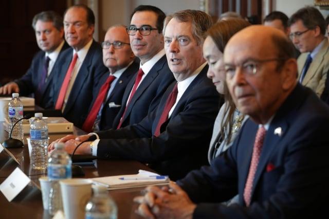 圖為美國貿易談判代表團人員出席今年1月在華盛頓的雙邊會談。(Chip Somodevilla/Getty Images)