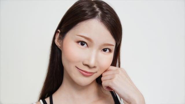 微甜桃花玫瑰奶茶眼妝。(品牌提供)