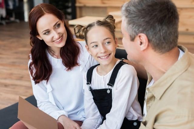 明智的辦法就是給他們更多讚揚,孩子才會願意與我們繼續做盟友。(Fotolia)