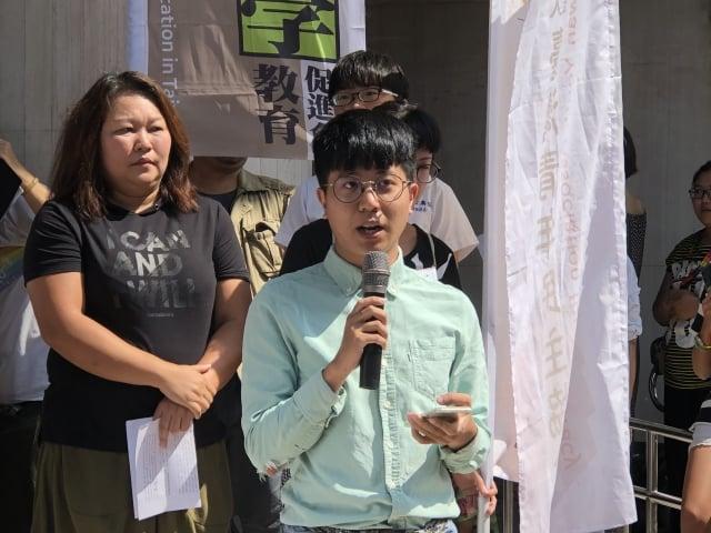台灣青年民主協會祕書長張育萌指出,香港年輕人希望活在民主法治社會中,就算港警、黑道、北京極權政府聯手使用武力或暴力鎮壓,還是會為自己的未來站出來。(記者徐翠玲/攝影)