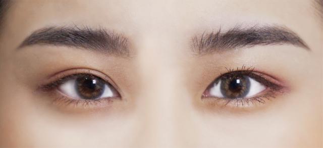 野生眉:眉彩膏能打造出立體蓬鬆的毛流感。