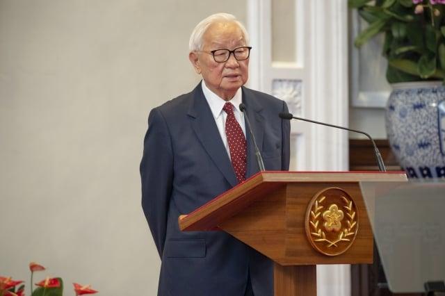 總統蔡英文14日上午在總統府召開記者會,公布本屆亞太經濟合作會議(APEC)領袖代表由台積電創辦人張忠謀(圖)擔任。(總統府提供)
