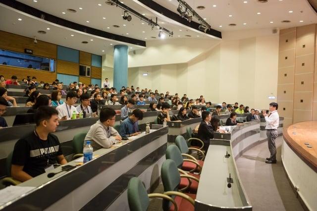 教育部與台灣學生聯合會20日共同辦理「學生宿舍交流論壇」,約50 多所大專的校方與學生代表參與,共同討論年輕世代宿舍新環境。(教育部提供)