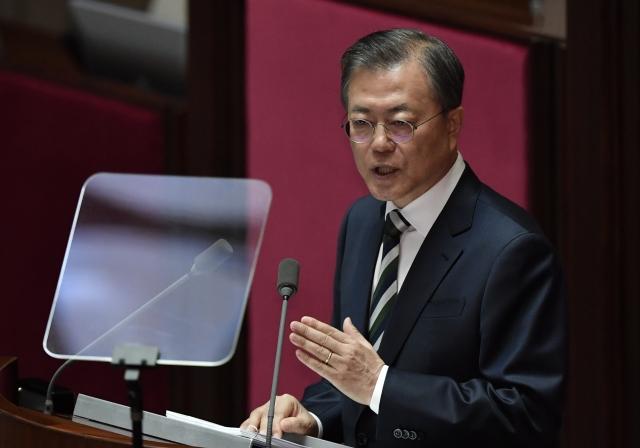 韓國總統文在寅22日稱,韓國經濟正面臨「嚴峻形勢」。(JUNG YEON-JE / pool / AFP)