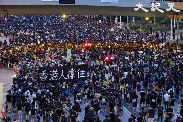 彭斯對香港人喊話:「對於上百萬人在過去幾個月為捍衛自由而和平抗爭的香港人,我們和你們站在一起!」圖為反送中遊行資料照。(大紀元資料照)