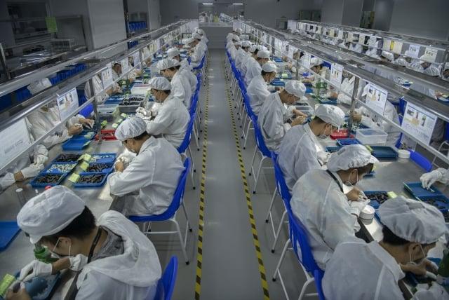 受美中貿易戰影響,台商不但不能進去中國市場,反而應該要趕快撤出來。圖無示意圖。( Kevin Frayer/Getty Images)