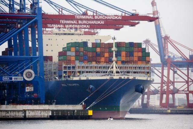 圖為停靠在德國漢堡的韓國貨船。(Morris MacMatzen/Getty Images)