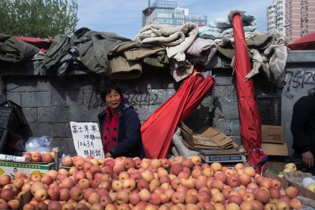 陸媒近日報導,今年蘋果、梨、石榴和冬棗等水果大豐收,但全部滯銷。示意圖。(Getty Images)
