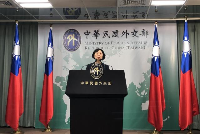 外交部亞西及非洲司副司長羅靜如5日表示,外交部致力提升台灣民眾赴海外的簽證便利,台灣護照好用度持續上升,聽說對岸也非常嫉妒跟羨慕。(中央社)