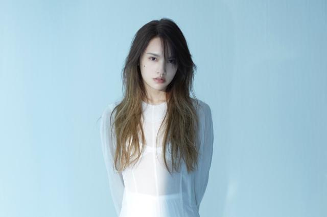 楊丞琳第11張專輯《刪·拾 以後》,於11月11日開始預購。圖為「刪」版專輯視覺。(環球唱片提供)
